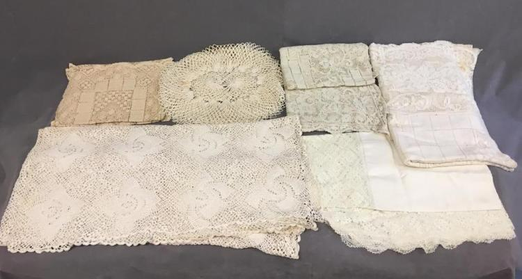 Fine off-white woven dinner linens: (7) placemats and (5) tablecloths