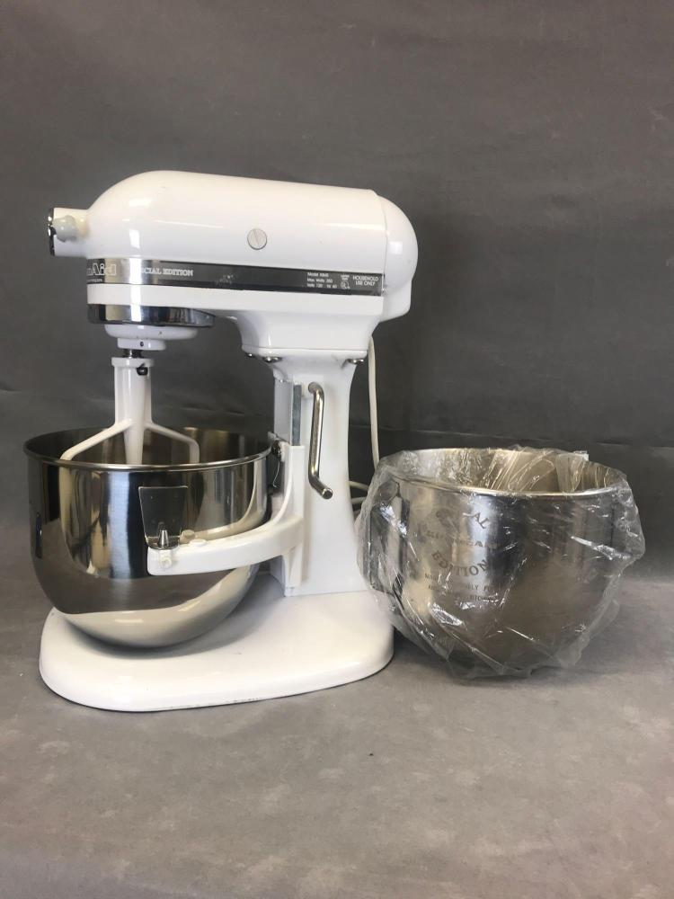 Kitchen-Aid Special edition white 10 speed 5 quart standing ...