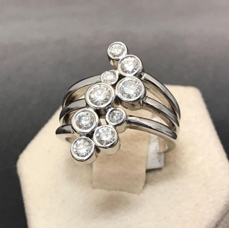 14 karat white gold diamond ring approximately 8.10 g. Sz 6.5