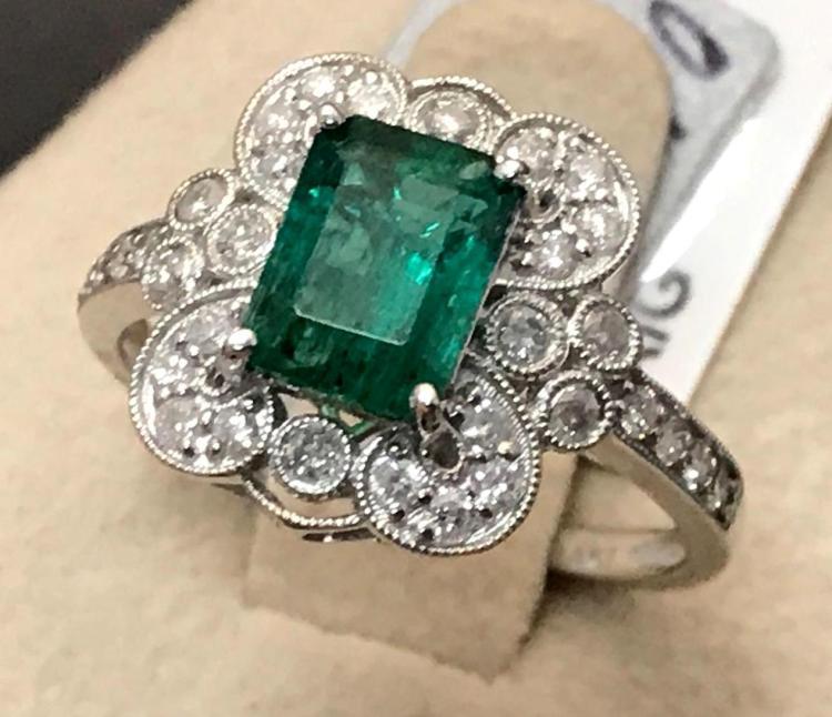 14 karat white gold Emerald and diamond ring, Size 7.75