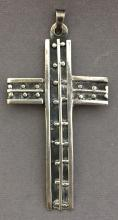 Sterling silver .925 cross pendant, 15.9g