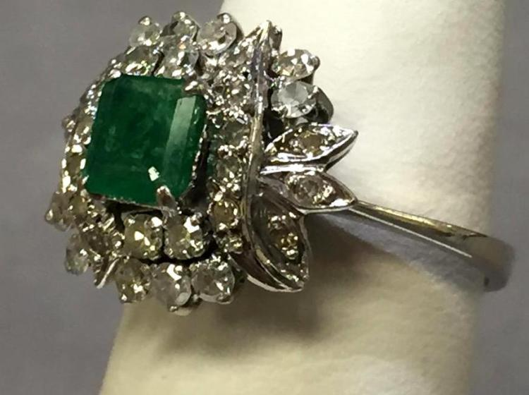 14k white gold diamond & emerald ring, 4.1g