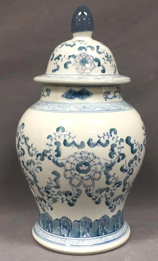 Chinese hand-painted porcelain urn