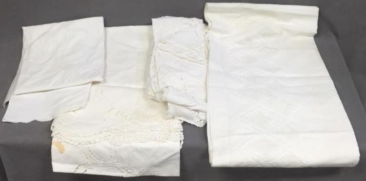 4 Vintage linen and lace tablecloths
