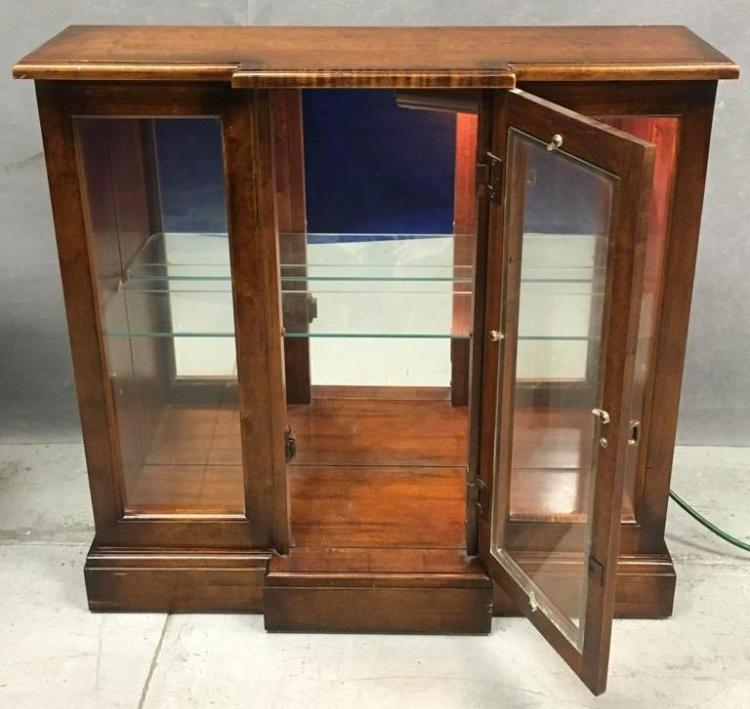 Mirrored, lighted table top or wall display case
