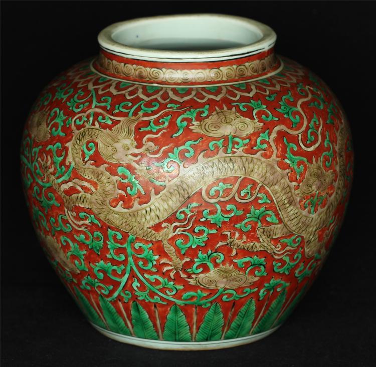 Red & green porcelain jar of Ming Dynasty JiaJing mark.