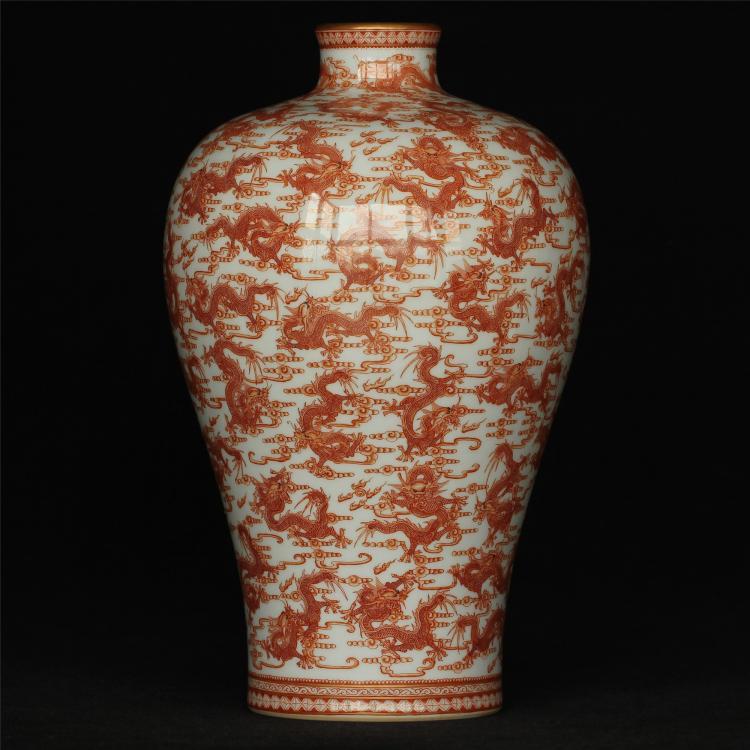 Red color porcelain vase of Qing Dynasty YongZheng mark .
