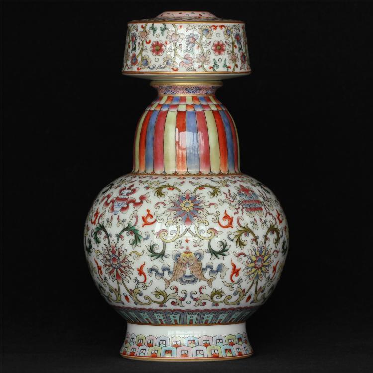Famille rose porcelain vase of Qing Dynasty QianLong mark.