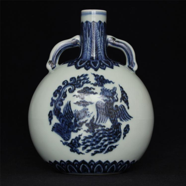 Blue and white porcelain vase of Ming Dynasty XuanDe mark.