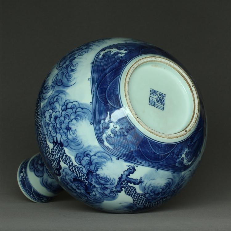 blue and white porcelain vase of qing dynasty yongzheng mark