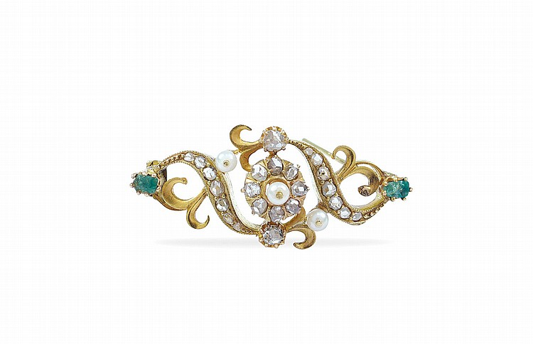 An 18kt white gold victorian brooch