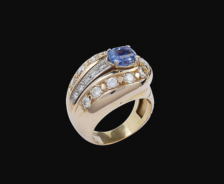 An 18kt pink and white gold ring with natural sapphire