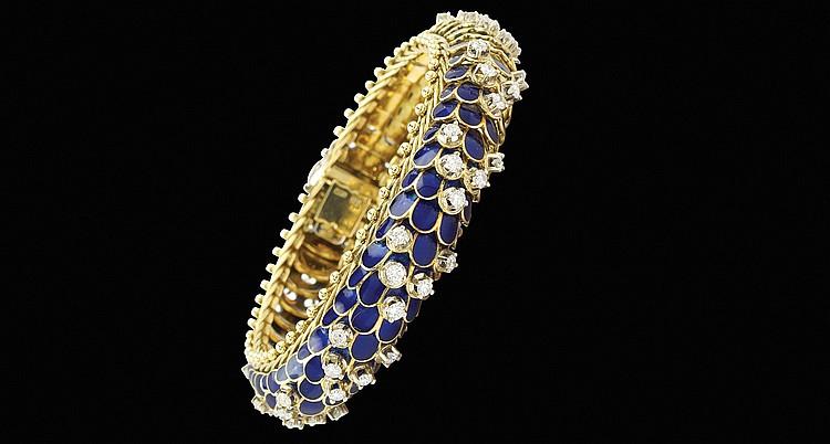 An 18kt gold snake bracelet