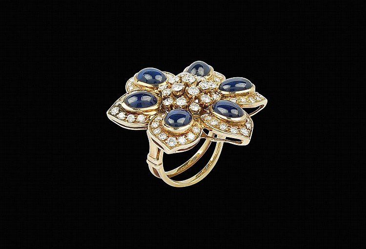 An 18kt gold wing with a floral shape