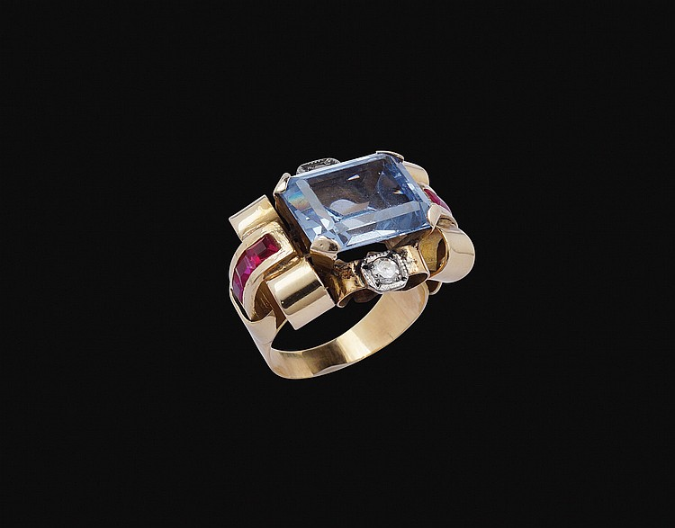 An 18kt red gold and blu topaz ring
