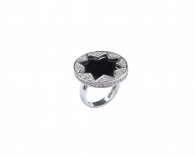 An 18kt white gold ring with onyx and diamonds
