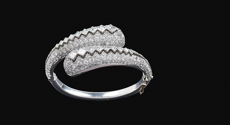 A platinum contrariè bracelet with diamonds