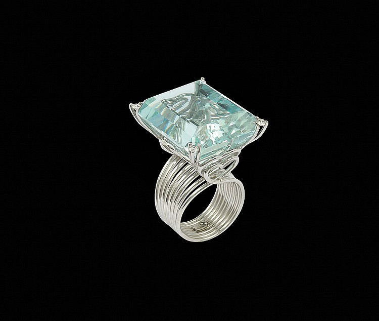 An 18kt white gold ring and aquamarine
