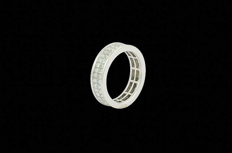 An 18kt white gold wedding ring with diamonds