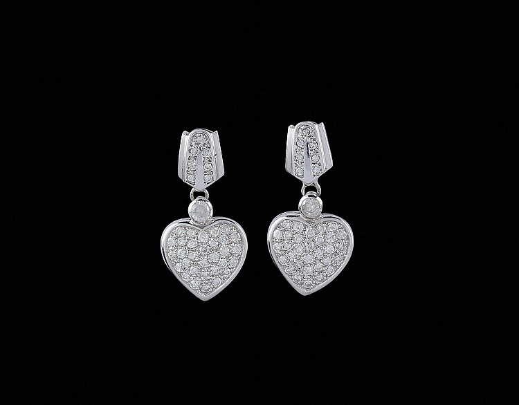 A pair of 18kt white gold earrings with diamonds