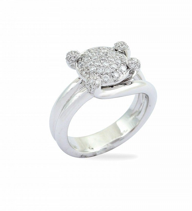 An 18kt white gold ring with diamonds pave