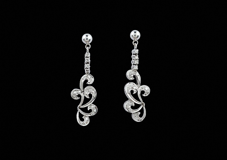 A pair of 18kt white gold pendant earrings
