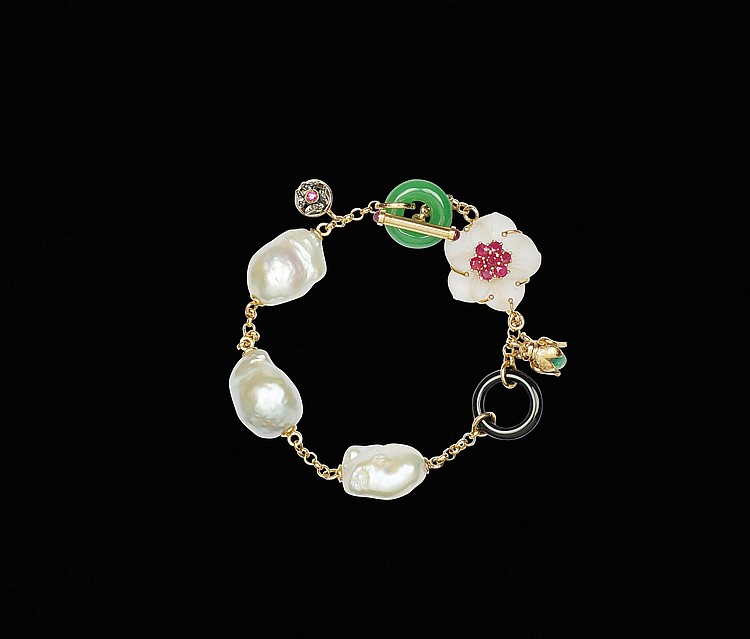 An 18kt pink gold bracelet with baroque pearls