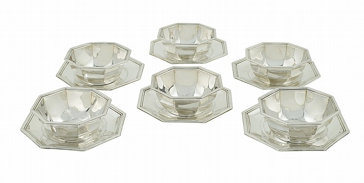 A set of bowls with plates (6)