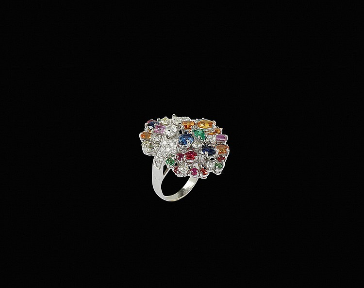 An 18kt white gold multicloured ring