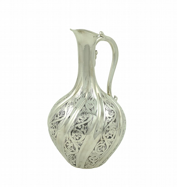 A Russian silver flacon decorated in niello