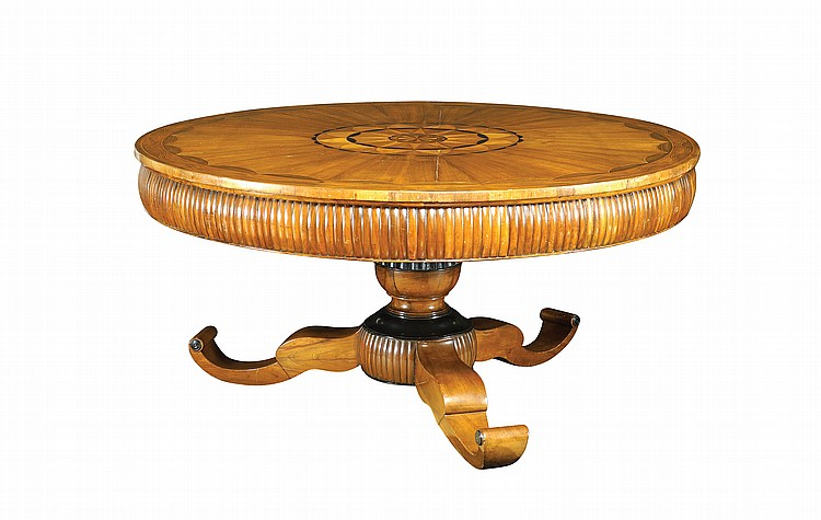 Important Italian walnut table