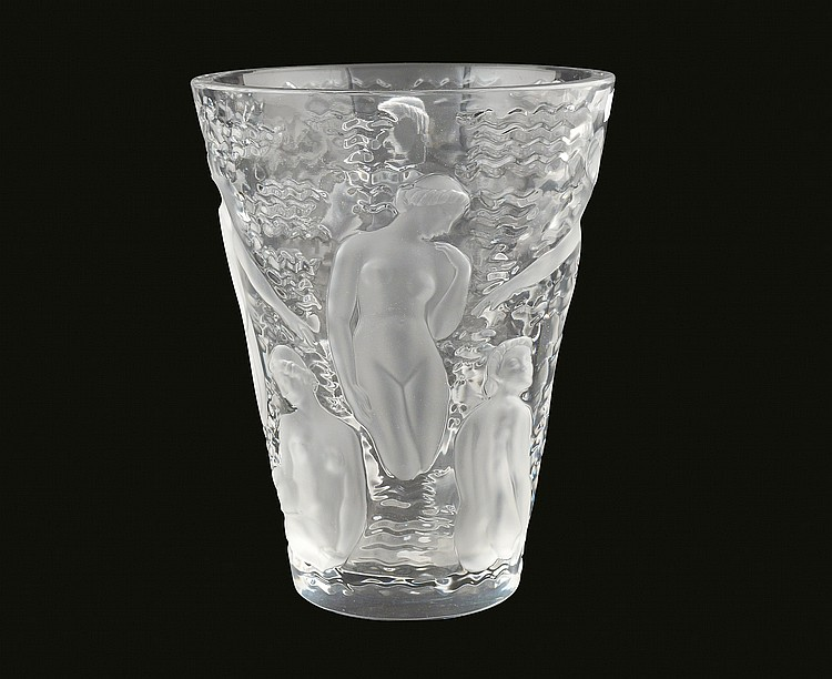 A Lalique crystal jar