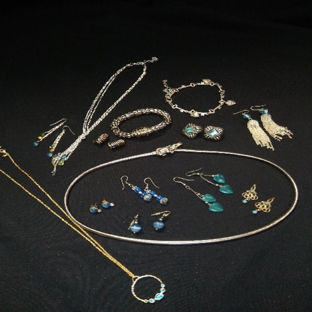 Silver and Gold tone Jewelry Lot