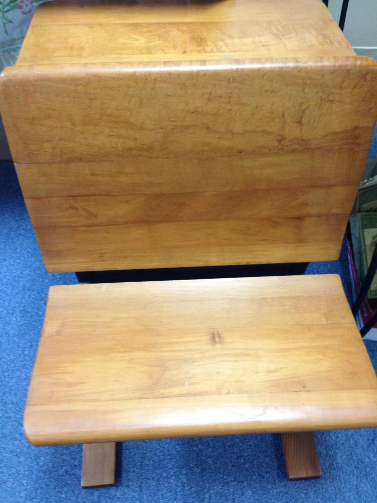 Lot 352: Antique Childs School Desk-Fully Restored-Well Done! - Antique Childs School Desk-Fully Restored-Well Done!