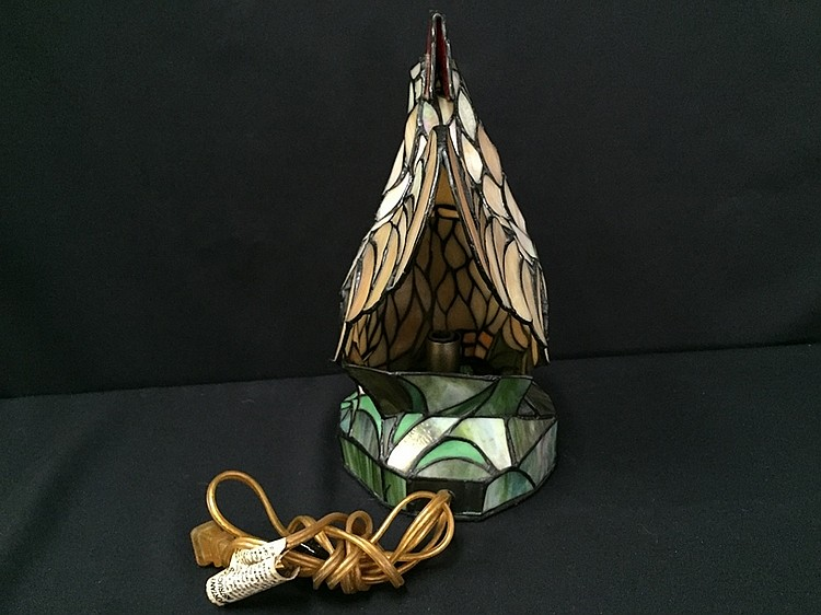 lot 154 vintage stained glass rooster table lamp. Black Bedroom Furniture Sets. Home Design Ideas