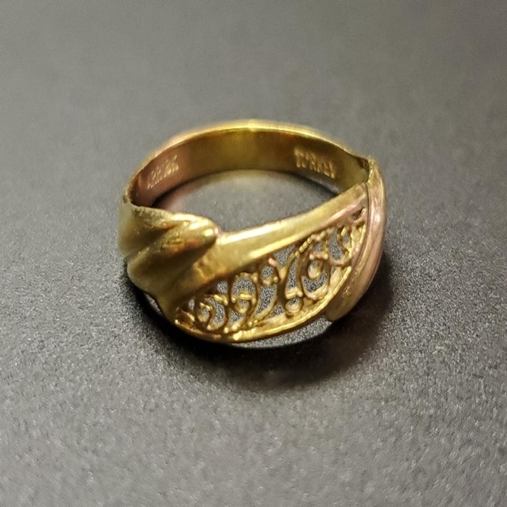 18 Karat Yellow Gold Ring
