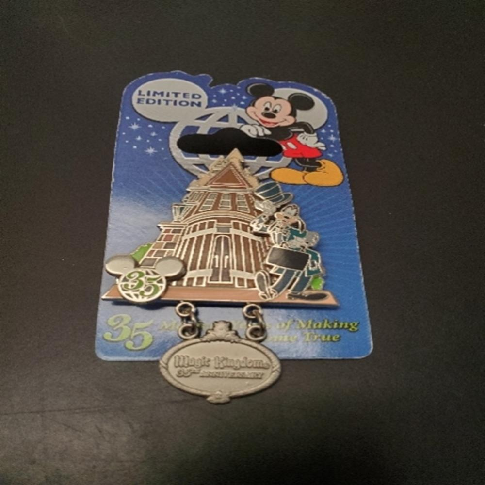 WDW 35 Years Celebration Haunted Mansion Goofy Pin