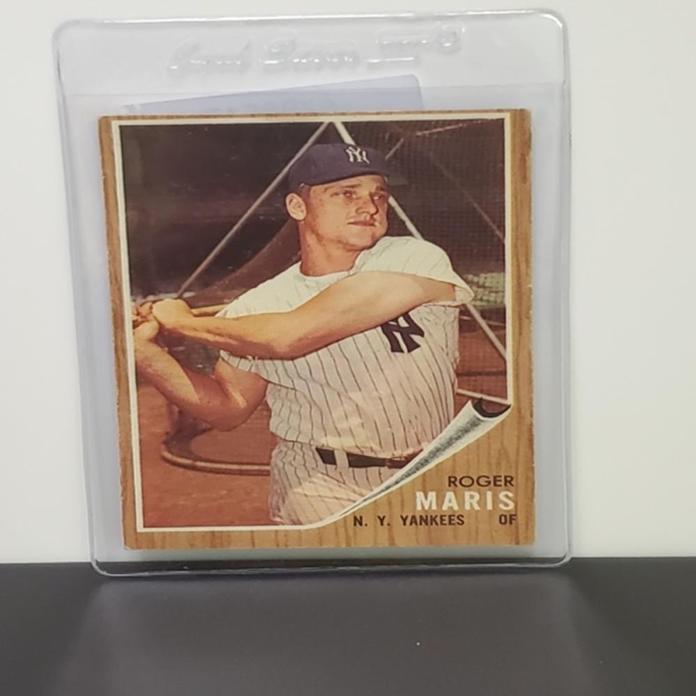 Lot 40: 1962 Topps Roger Maris #1 Vintage NYY Card