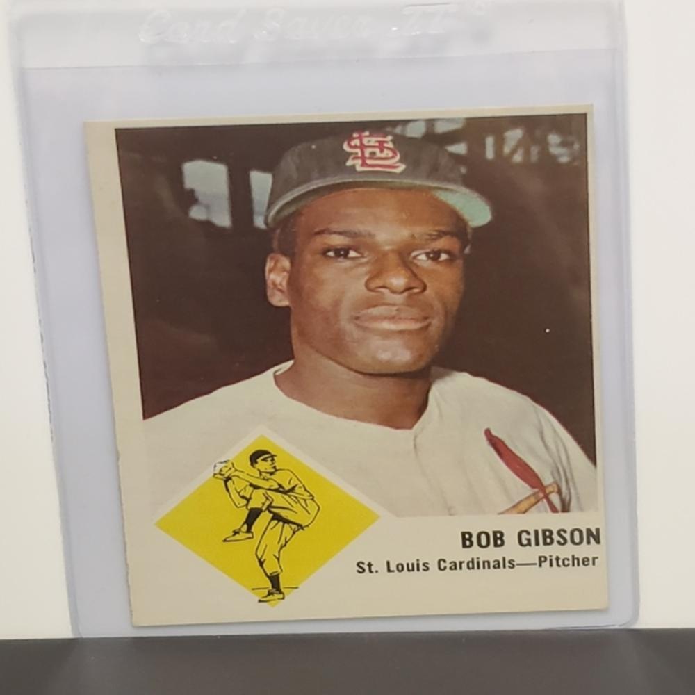 Lot 44: 1963 Fleer Bob Gibson #61