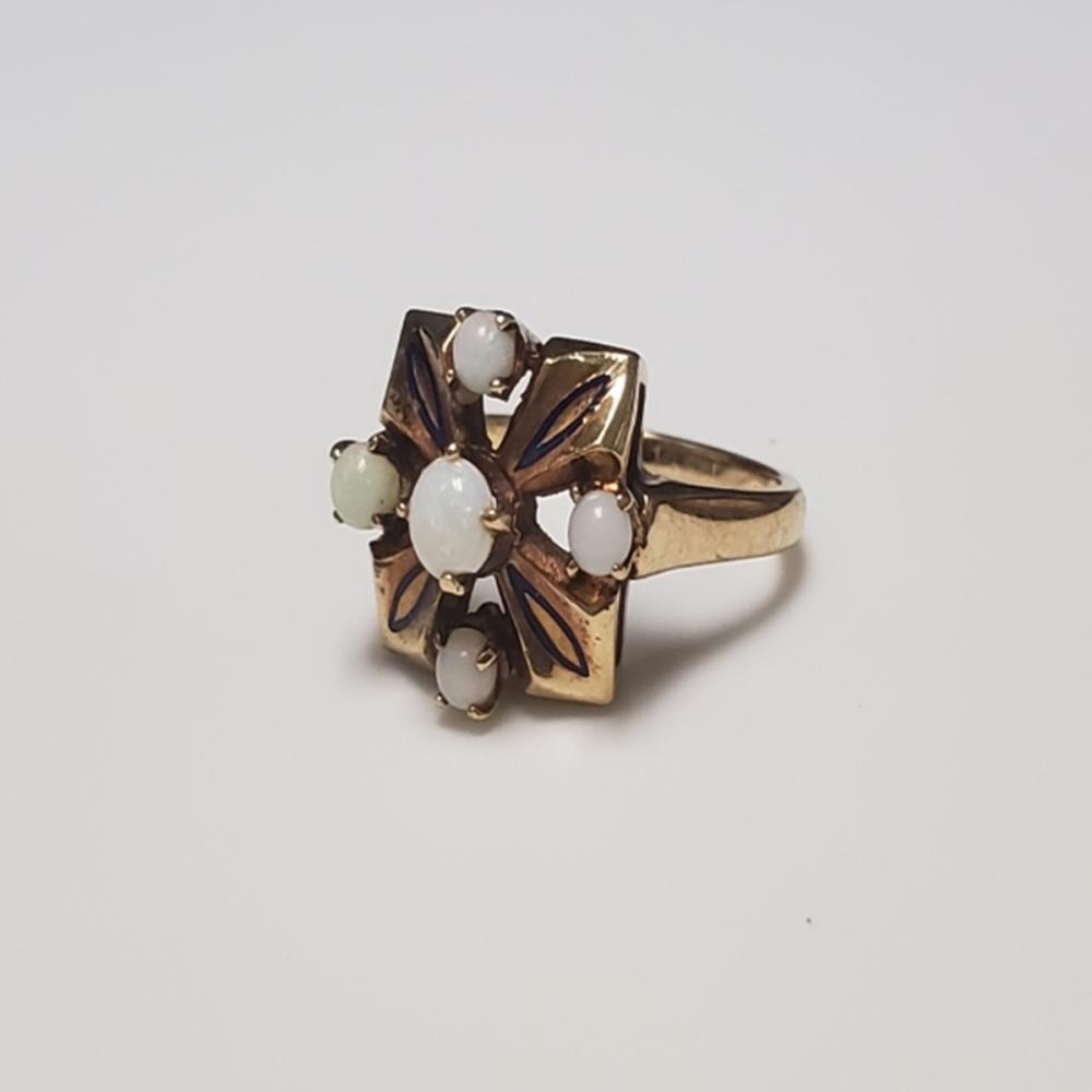 Lot 53: 10 Karat Yellow Gold and Opal Ring