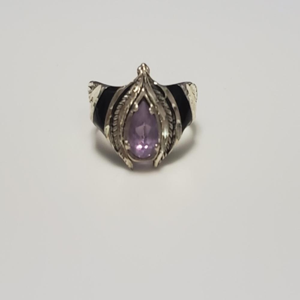 Lot 58: Amethyst and Onyx Ring - Sterling Silver