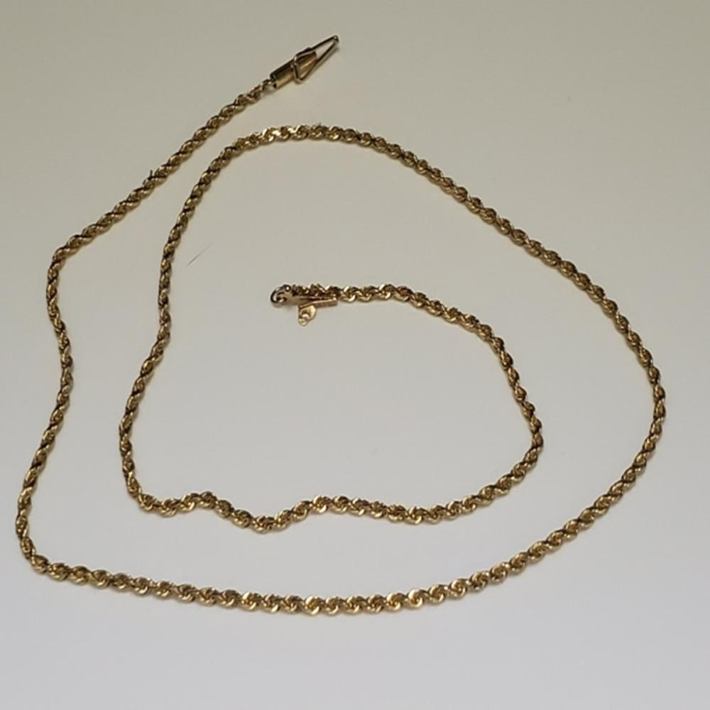 Lot 69: 14 Karat Yellow Gold Chain