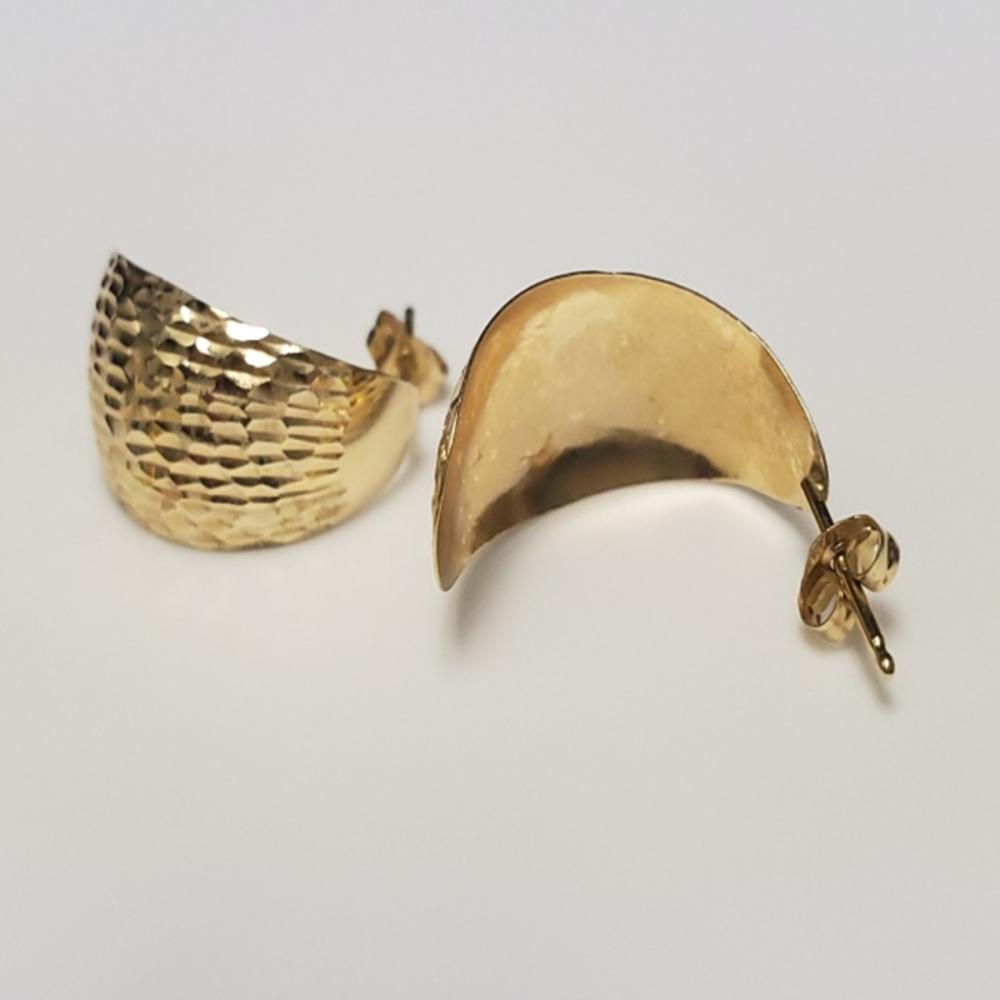 Lot 73: (2) Pairs 14 Karat Yellow Gold Hoop Earrings