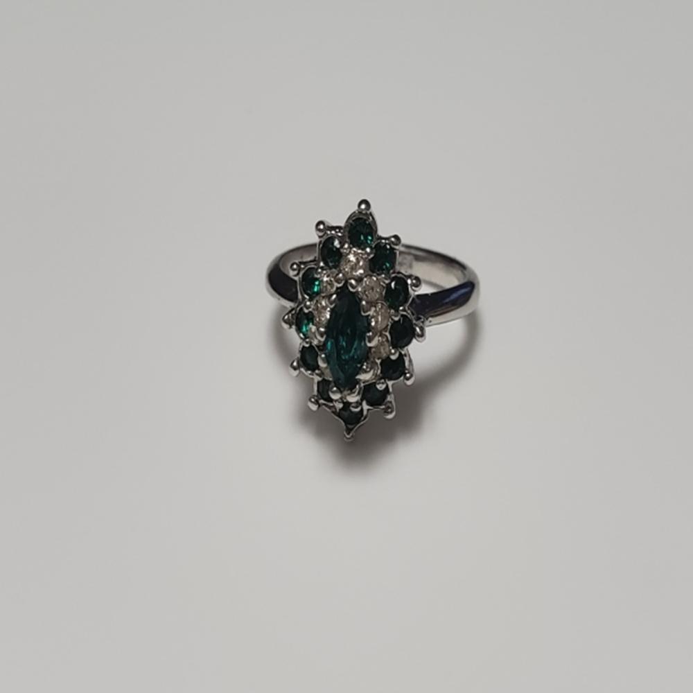 Lot 80: Green Emerald Quartz/ White Tourmaline 18kt HGE