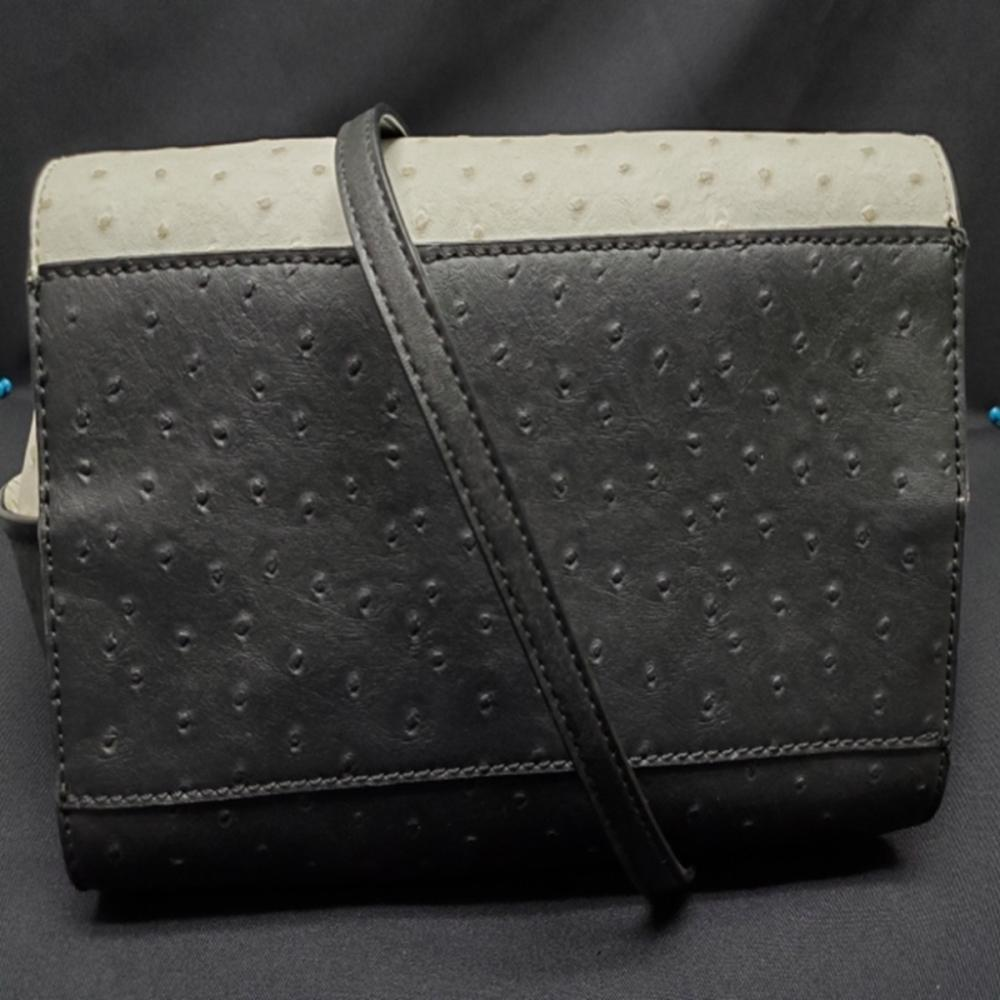 Lot 81: G by Guess Hand Bag - Black and White