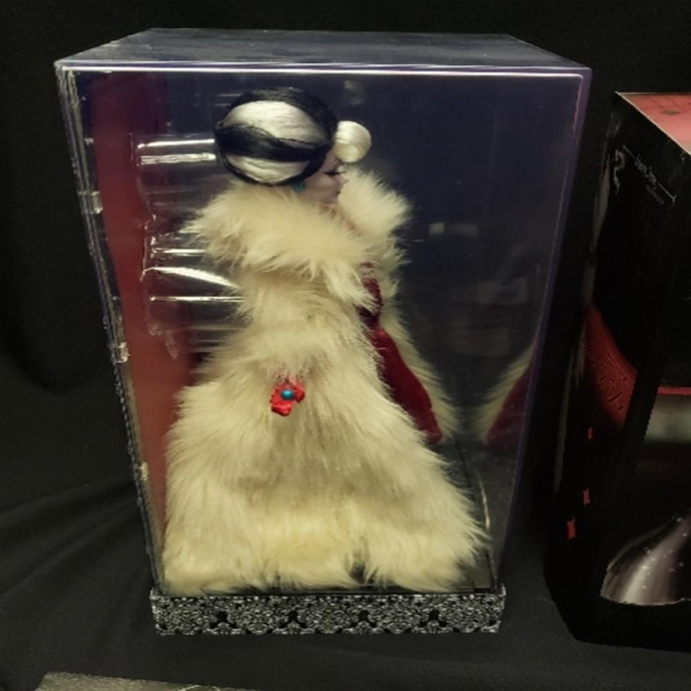 Lot 101: Disney Villains Designer Collection Dolls Cruella