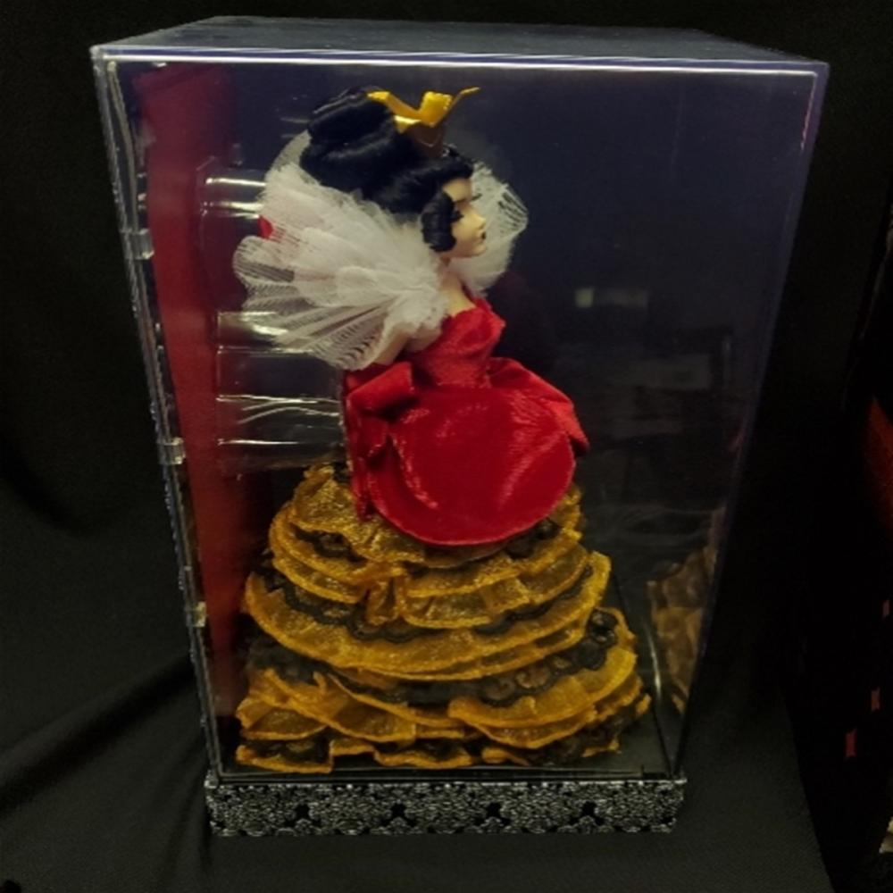 Lot 104: Disney Villains Designer Collection Queen of Heart