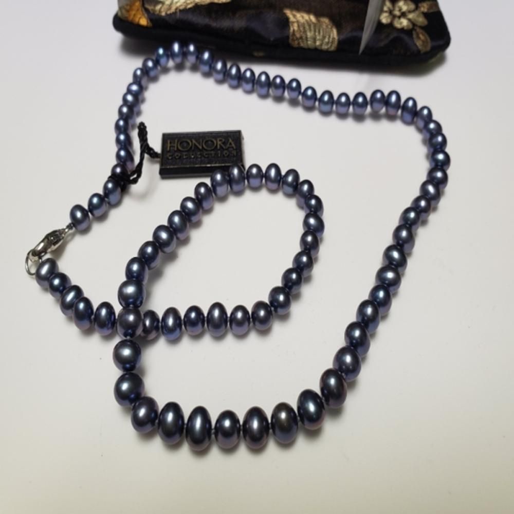 Lot 114: Honora Collection Black Pearl Necklace with Bag