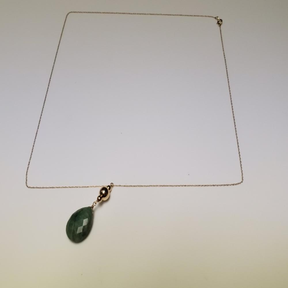 14 Karat Yellow Gold and Jade Pendant Necklace