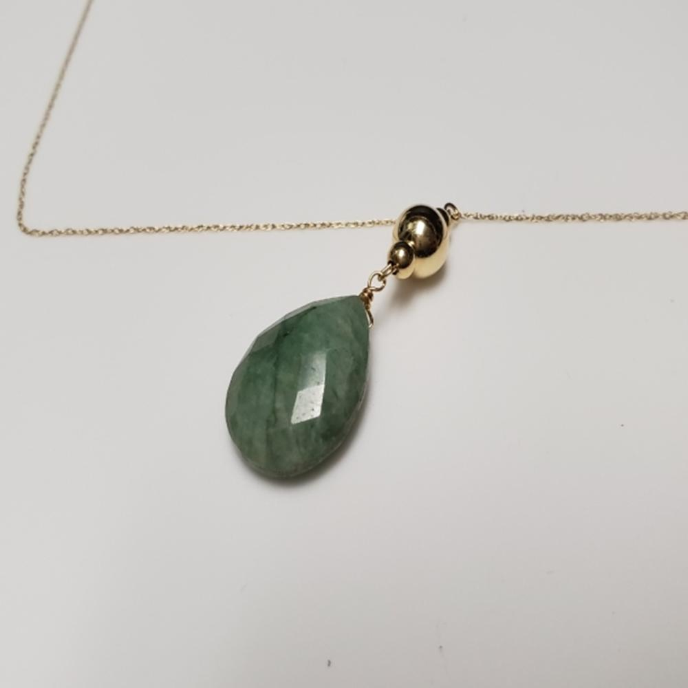 Lot 121: 14 Karat Yellow Gold and Jade Pendant Necklace